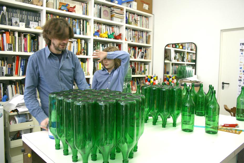 Lorenzo Damiani e il nipote Edoardo lavorano al progetto di B24